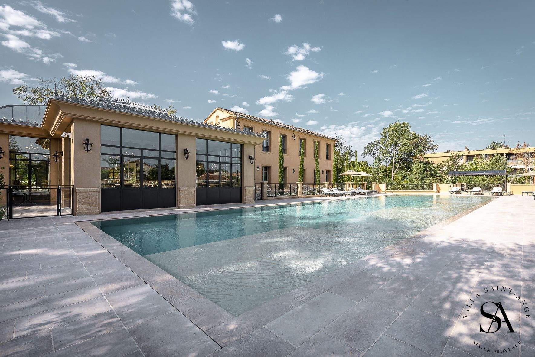 Réalisation Masterceram : Villa Saint Ange Aix en Provence
